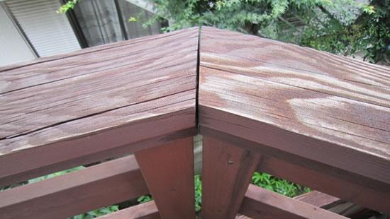 塗膜の劣化によって木部にひび割れが進行した場合