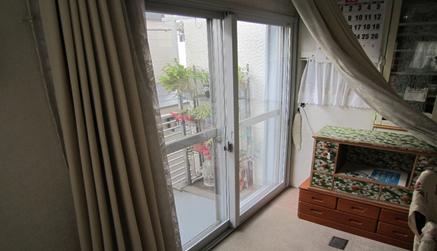 2重窓(内窓)の設置により、外気の冷気をブロックします。